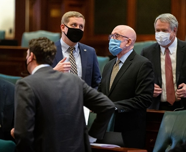 Illinois House adopts new rules on partisan lines